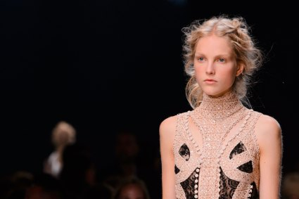 Alexander-McQueen-runway-beauty-spring-2016-fashion-show-the-impression-013
