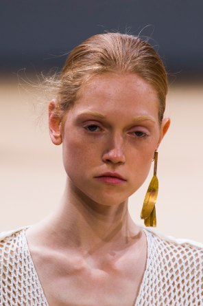 Allude-spring-2016-runway-beauty-fashion-show-the-impression-13