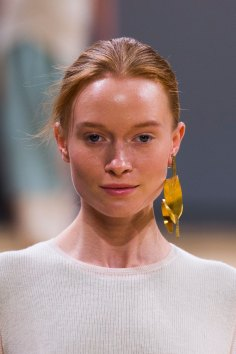 Allude-spring-2016-runway-beauty-fashion-show-the-impression-17