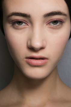 Dior-backstage-beauty-spring-2016-fashion-show-the-impression-036
