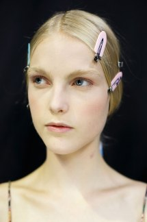 Dior-backstage-beauty-spring-2016-fashion-show-the-impression-049