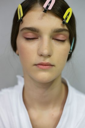 Dior-backstage-beauty-spring-2016-fashion-show-the-impression-060