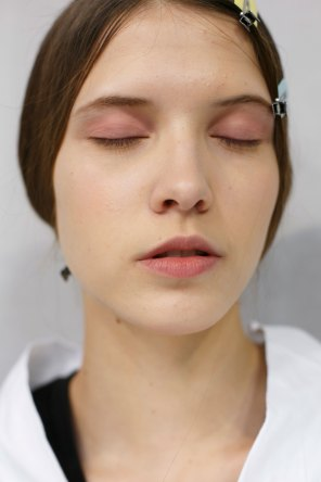 Dior-backstage-beauty-spring-2016-fashion-show-the-impression-077