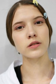 Dior-backstage-beauty-spring-2016-fashion-show-the-impression-078