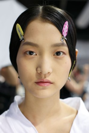 Dior-backstage-beauty-spring-2016-fashion-show-the-impression-081