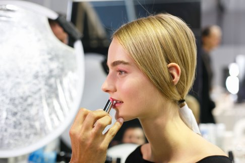 Dior-backstage-beauty-spring-2016-fashion-show-the-impression-101