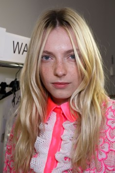 Emanuel-Ungaro-backstage-beauty-spring-2016-fashion-show-the-impression-038
