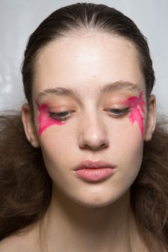 Issey-Miyake-spring-2016-beauty-fashion-show-the-impression-54