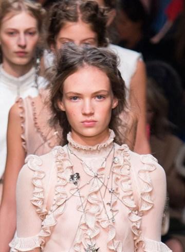 Alexander McQueen Spring 2016 Fashion Show Photo
