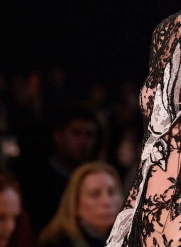 Alexander McQueen Spring 2016 Fashion Show Close-ups Details Photo