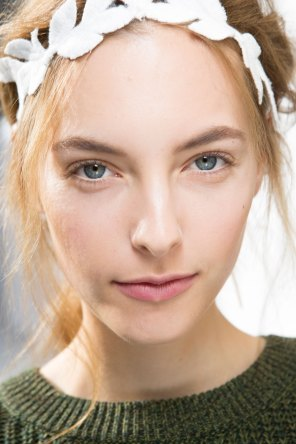 Moncler-Gamme-Rouge-spring-2016-beauty-fashion-show-the-impression-26