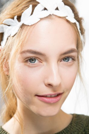 Moncler-Gamme-Rouge-spring-2016-beauty-fashion-show-the-impression-28