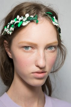 Moncler-Gamme-Rouge-spring-2016-beauty-fashion-show-the-impression-41