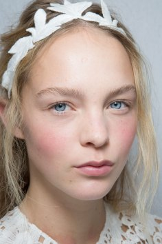 Moncler-Gamme-Rouge-spring-2016-beauty-fashion-show-the-impression-49