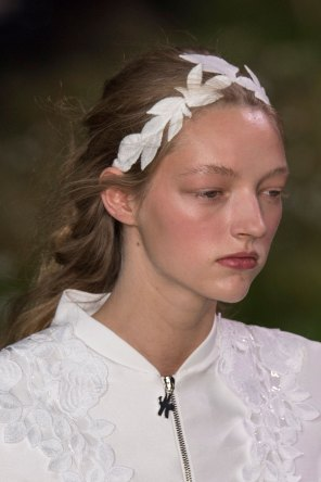 Moncler-Gamme-Rouge-spring-2016-runway-beauty-fashion-show-the-impression-18