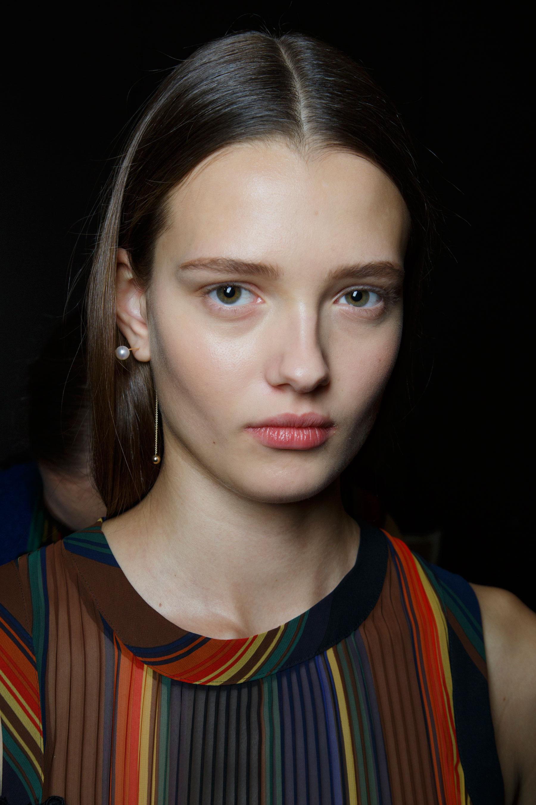 Sacai-spring-2016-beauty-fashion-show-the-impression-36