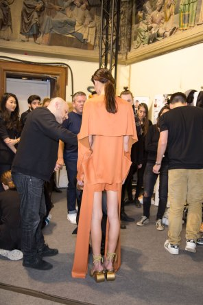 chalayan-spring-2016-backstage-fashion-show-the-impression-10