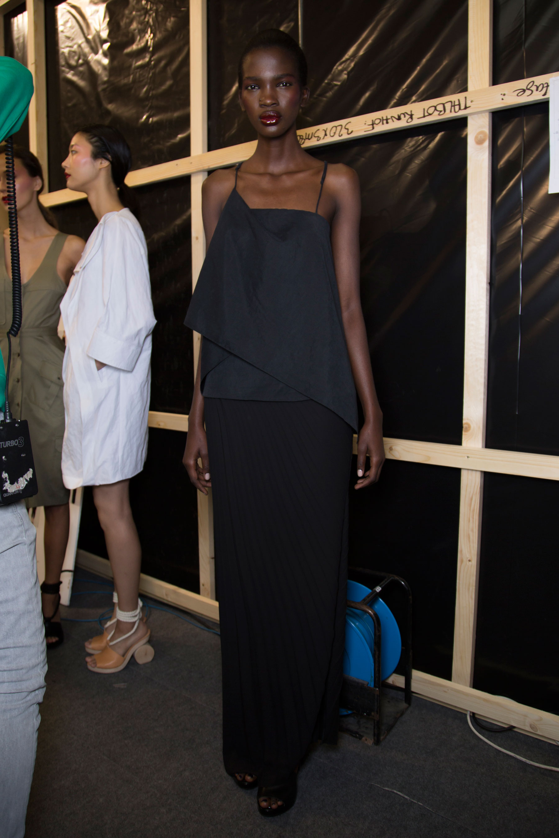 chalayan-spring-2016-backstage-fashion-show-the-impression-13