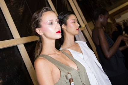 chalayan-spring-2016-backstage-fashion-show-the-impression-17