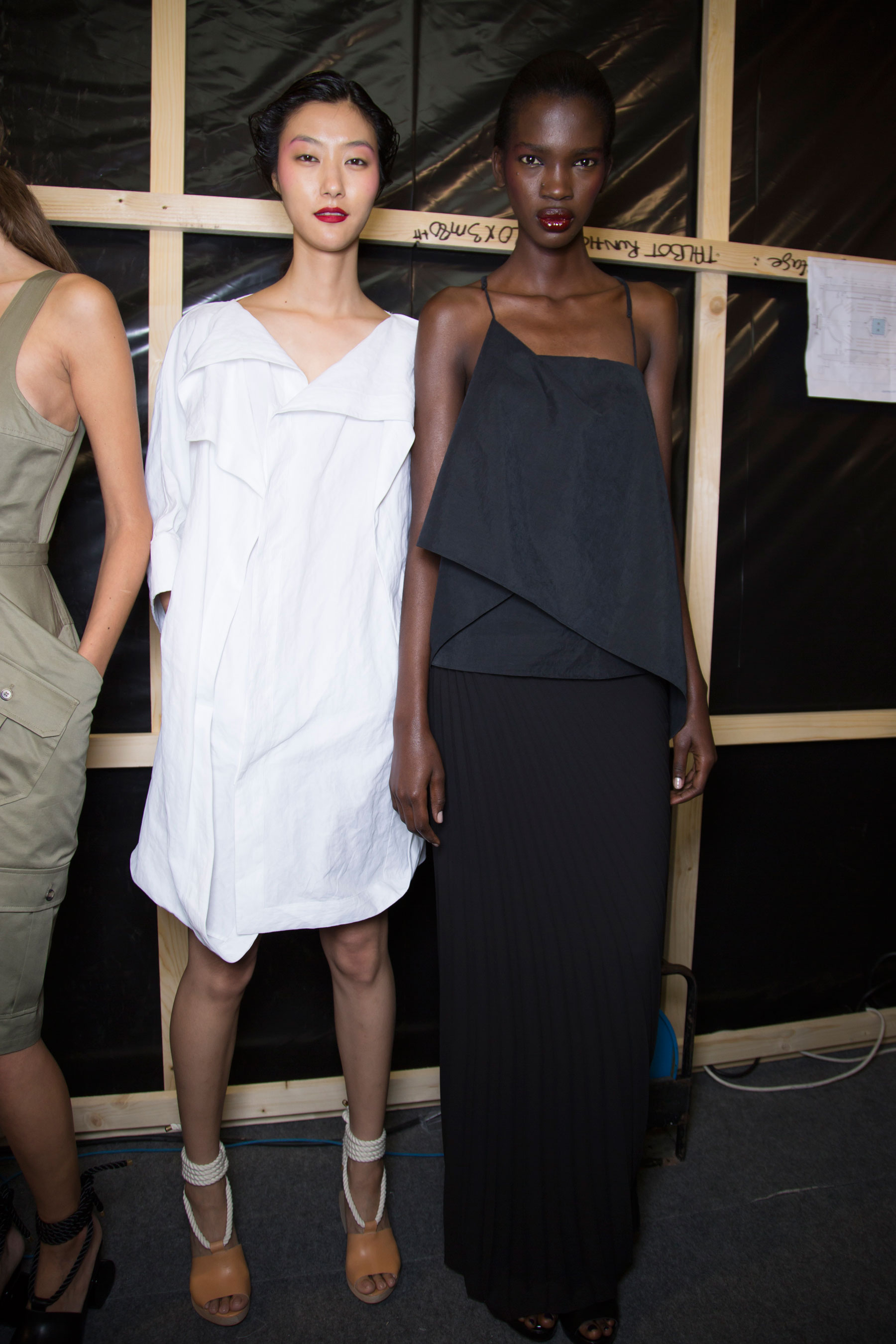 chalayan-spring-2016-backstage-fashion-show-the-impression-23