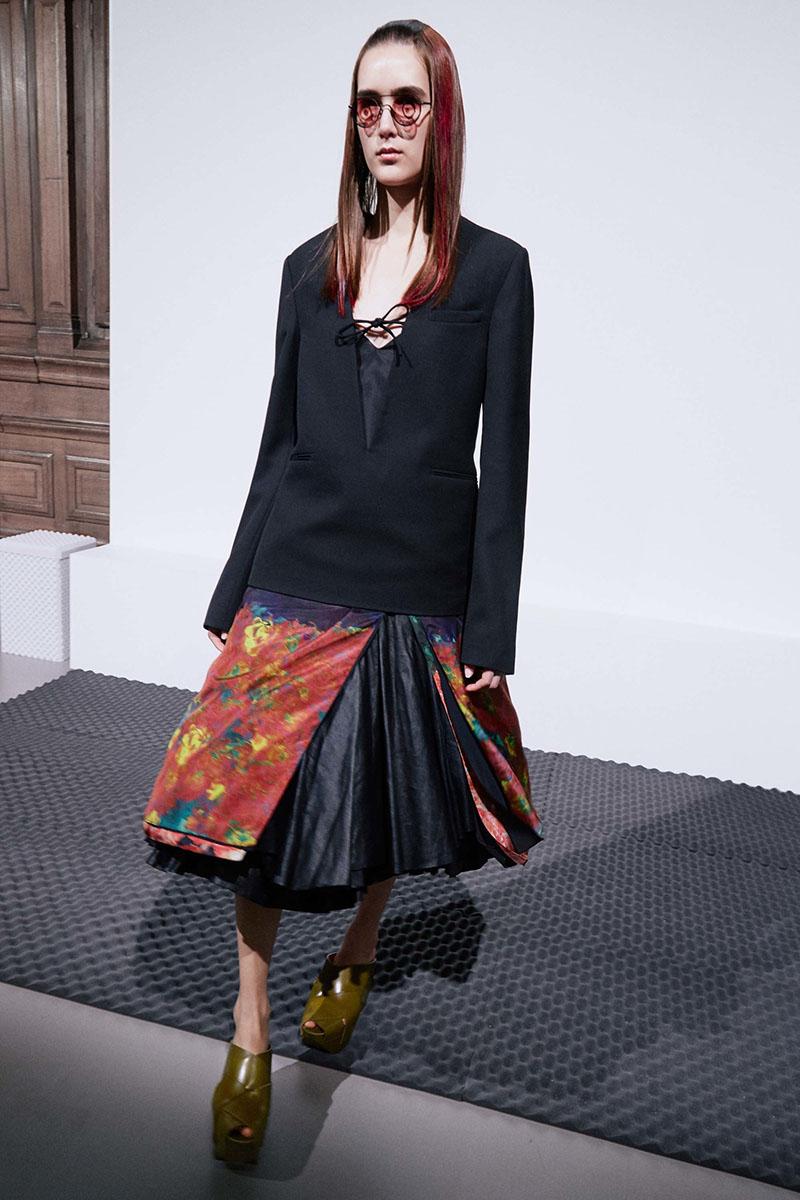 Acne-Studios-resort-2017-fashion-show-the-impression-11