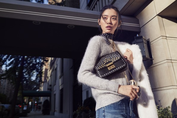 michael-kors-holiday-2016-ad-campaign-the-impression-02