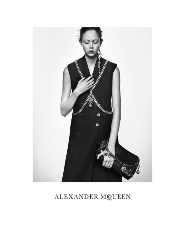alexander-mcqueen-spring-summer-2016-campaign02