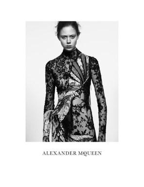alexander-mcqueen-spring-summer-2016-campaign04