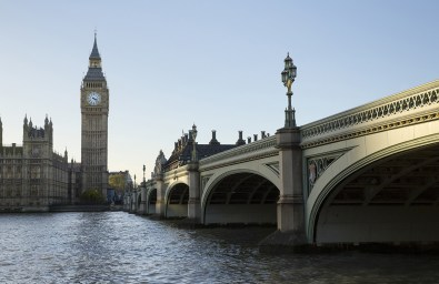 2016_MR_BURBERRY_LONDON_RGB_CROPPED_01