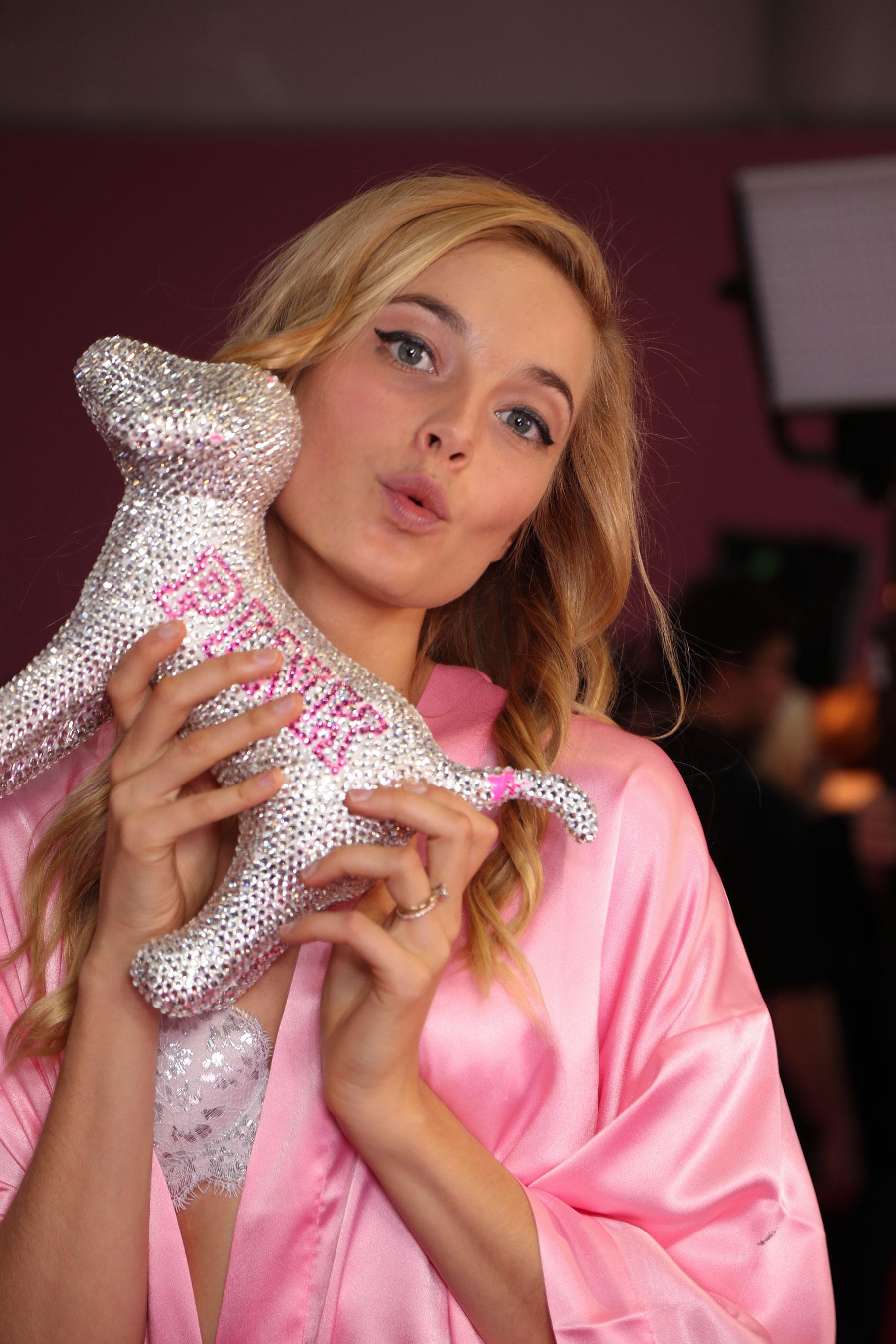 Victorias-Secret-bks-RS17-0361