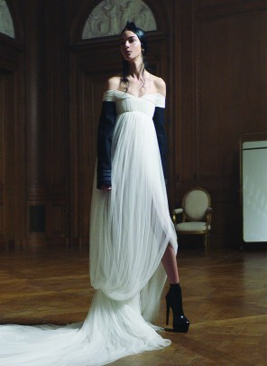 Vera-Wang-Fall-2017-collection-the-impression-04