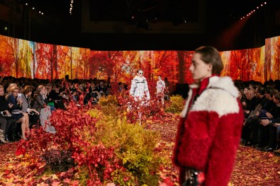 Moncler-Gamme-Rouge--fall-2017-fashion-show-atmosphere-the-impression-04