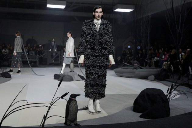 Thom-Browne-fall-2017-fashion-show-atmospher-the-impression-01