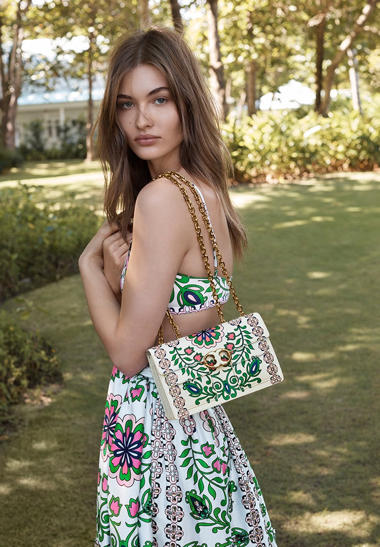 Tory-Burch-spring-2017-ad-campaing-the-impression-12