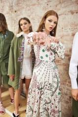 Valentino-resort-2018-backstage-fashion-show-the-impression-035