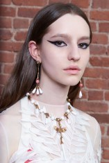 Valentino-resort-2018-beauty-fashion-show-the-impression-27