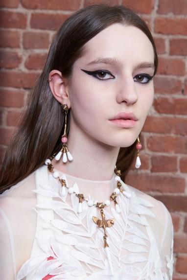 Valentino-resort-2018-beauty-fashion-show-the-impression-27