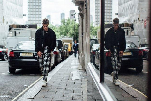 London m str RS18 0147
