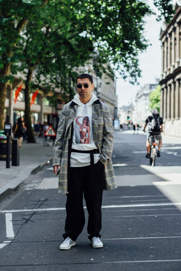 London m str RS18 1616