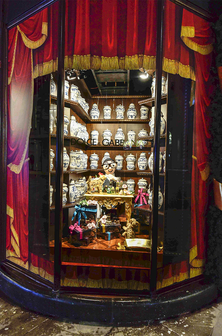 Harrods-dolce-gabbana-holiday-2017-takeover-the-impression-08