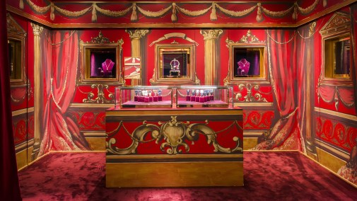 Harrods-dolce-gabbana-holiday-2017-takeover-the-impression-15