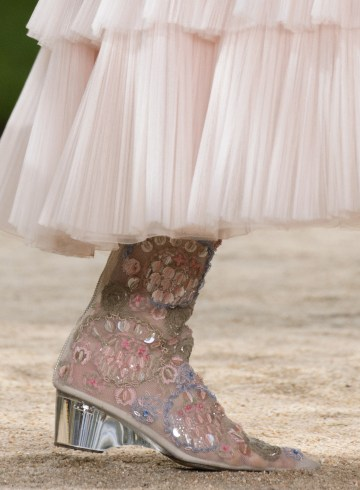 Chanel Spring 2018 Couture Fashion Show Details