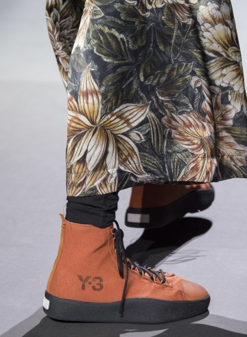 Y-3 Fall 2018 Men's Fashion Show Details