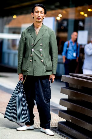 pitti-uomo-mens-street-style-sping-2019-fashion-shown-the-impression-069