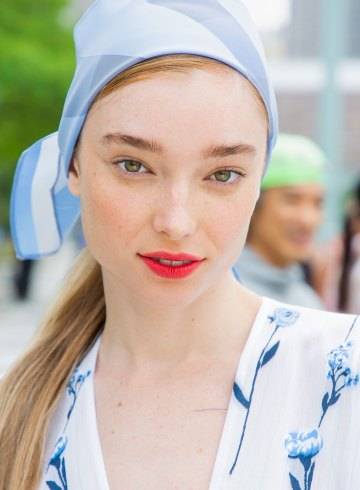 Lela Rose Spring 2019 Fashion Show Backstage Beauty