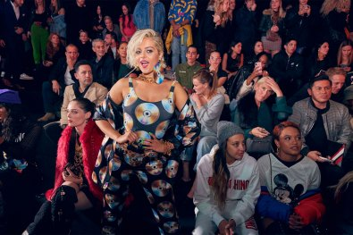 MOSCHINO [tv] H&M Holiday 2018 Fashion Show-atmosphere-the-impression-022