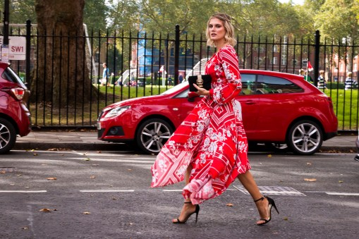 lfw-streetstyle-by-poli-alexeeva-the-impression-019