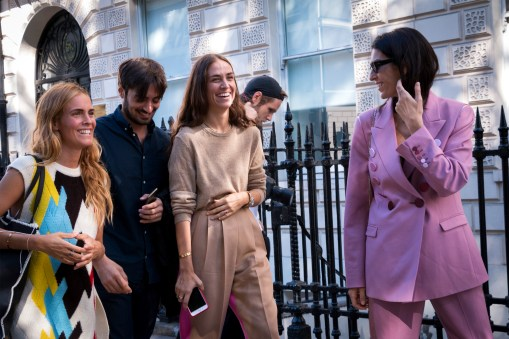lfw-streetstyle-by-poli-alexeeva-the-impression-020