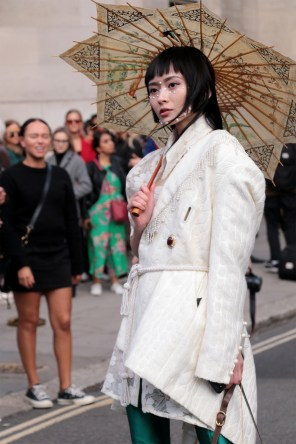 lfw-streetstyle-by-poli-alexeeva-the-impression-037