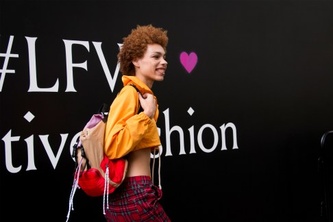 lfw-streetstyle-by-poli-alexeeva-the-impression-045